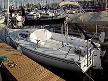 220px-Catalina_Capri_22_sailboat_3940